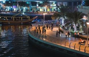 """شرطة دبي تقبض على عصابة تنكرت """"بزي النساء"""" في 47 دقيقة.. فيديو"""