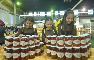 العسل الممزوج بالماء الدافئ... فوائد لا تحصى