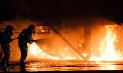مصر… لحظة إخماد حريق الطائرة الأوكرانية بمطار بشرم الشيخ (فيديو)
