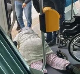سحل امرأة مقعدة في المحطة ترام بالمغرب يثير عاصفة من الغضب.. والسبب تذكرة!