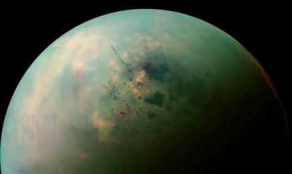"""هل هناك سهول وكثبان وبحيرات على سطح قمر """"تيتان""""؟"""