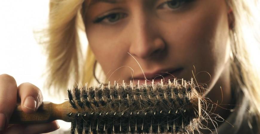 """نقص فيتامين """"د"""" الناجم عن قلة التعرض لأشعة الشمس في الشتاء له تأثير سلبي على دورات نمو الشعر (الألمانية)"""